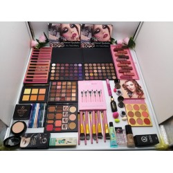 A new makeup gift box with lots of cosmetics (100% original)